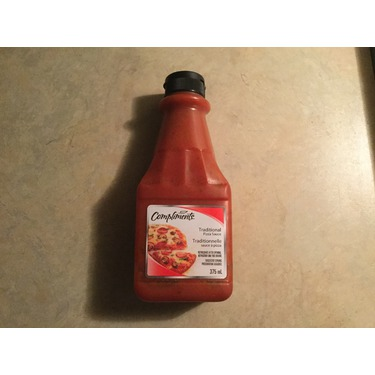 Compliments traditional pizza sauce