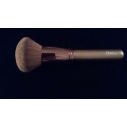 Quo Deluxe All Over Powder Brush