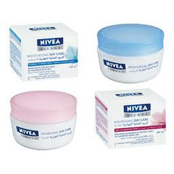 NIVEA Visage Light Moisturizing Day Care