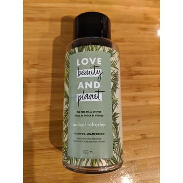 Love Beauty & Planet Tea Tree Oil & Vetiver Radical Refresher Shampoo