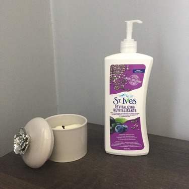 St. Ives Revitalizing Acai, Blueberry, & Chia Seed Oil Body Lotion