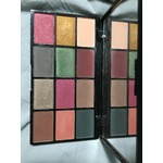 NYX eyeshadow palette in Earth