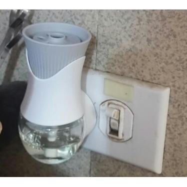 Air Wick Scented Oil Electric Plug In Air Freshener in Crisp Linen