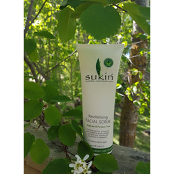 Sukin revitalizing facial scrub
